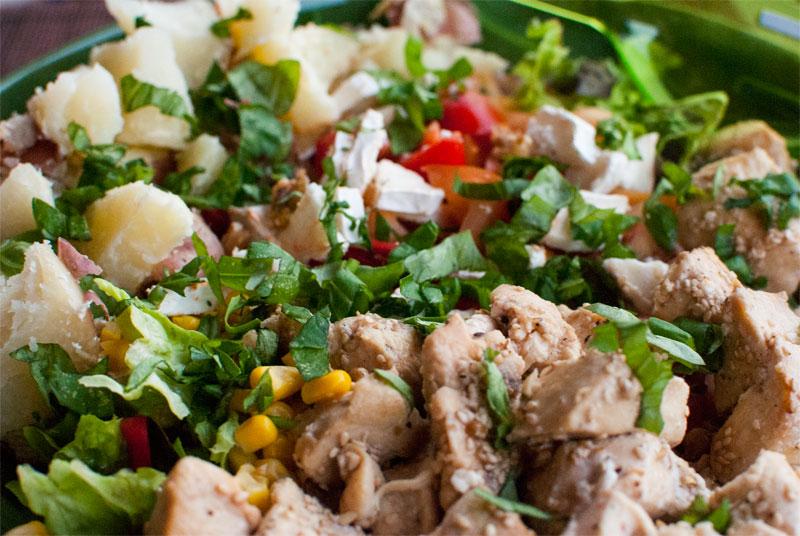 Ensalada de pollo al sésamo como plato único