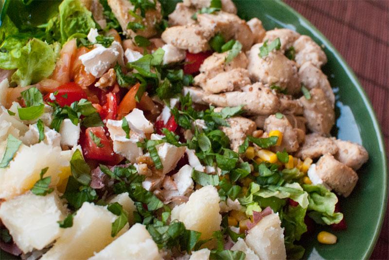 Ensalada de pollo al s samo como plato nico val en for Platos principales franceses