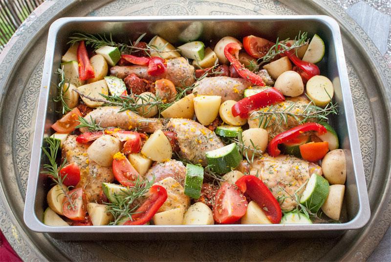 Muslos de pollo al horno con chorizo y naranja val en - Cocinar verduras al horno ...