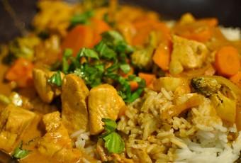 Pollo al curry con leche de coco estilo tai