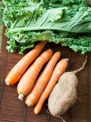 Sopa de kale con boniato y zanahoria