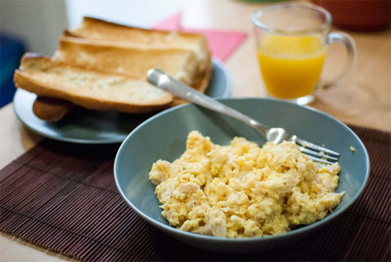 Perfect scrambled eggs with ham