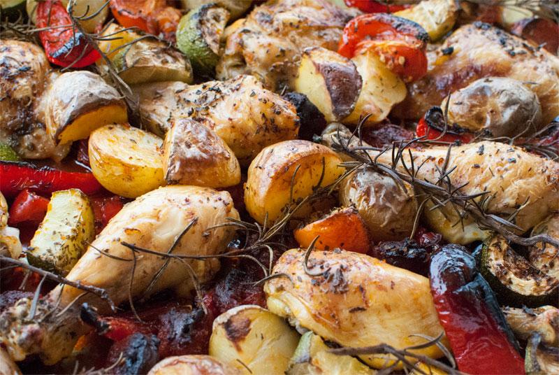 Muslos de pollo al horno con chorizo y naranja