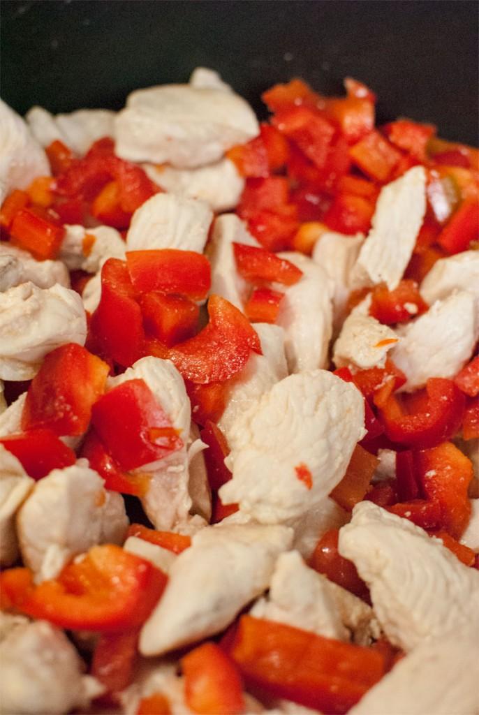 Pasta con pollo y pimiento rojo